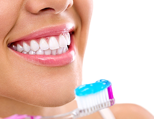 Лечение кариеса, пародонтита и пародонтоза, а также отбеливание зубов со скидкой до 84% в стоматологииRauza-Dent!