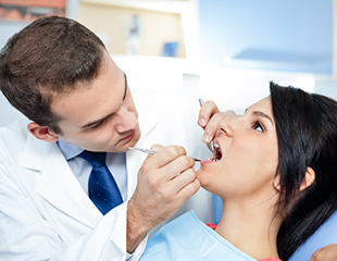 Ультразвуковая чисткаAirFlow, отбеливание Zoom Pro илиLumaCool+ отбеливание флюорозных зубов и реминерализующая терапия в стоматологии DobroDent. Скидка до 84%