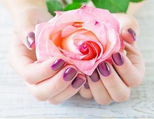 Освежите свои ноготки! Маникюр и педикюр с покрытием со скидкой до 72% в салоне красоты Lotus Delux!