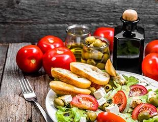 Вкусное путешествие в Грецию! Скидка 50% на все меню в первом и единственном ресторане греческой кухни Греческая Таверна!