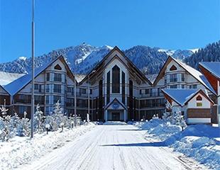 Позаботьтесь о себе – устройте отдых! Проживание в номерах, а также посещение сауны, бассейна и тренажерного зала со скидкой до 64% в Resort Hotel «Tau Ak-bulak» высокогорного курорта Ak Bulak!