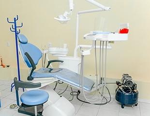 Ультразвуковая чистка + полировка с отбеливающей пастой, удаление зубов, а также лечение кариеса от врачей с 22-летним стажем в стоматологической клинике Универсал на ул. Утеген батыра! Скидка до 76%