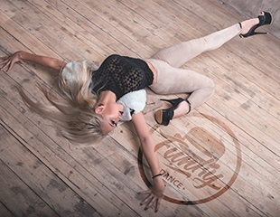 Zumba fitness, waacking, бальные танцы, детская хореография и другие направления со скидкой 60%! 1 и 2 месяца обучения танцевальному искусству в центре Funky Town!