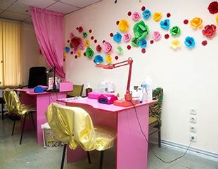 Маникюр с лаковым или гелевым покрытием со скидкой до 75% от мастера Анар в студии красоты AV Studio!