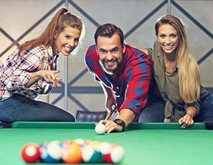 Проведите время с друзьями! 2, 3 или 4 часа игры в бильярд со cкидкой до 55% в клубе ALFA!