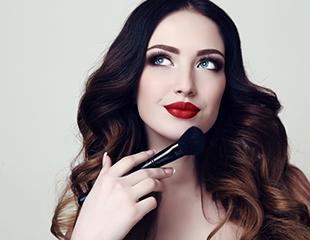 Скидка до 70% на визаж, женские и мужские стрижки, а также лечение в салоне красоты Makeup Room!