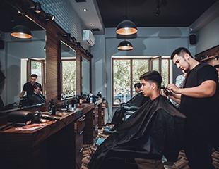 Мужская и детская стрижки, моделирование бороды и многое другое со скидкой до 50% в зоне Barbershop в салоне красоты Versal!