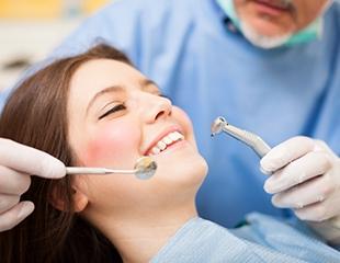 Лечение кариеса, удаление зубов и другие стоматологические услуги у стоматолога Сағындыкова Сейдазима со скидкой до 76%!