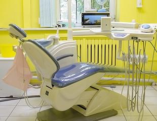 Улыбка на миллион за 2 400 тенге! Профессиональная чистка зубов, Air Flow и фторирование со скидкой 60% в стоматологии Denta Best In!