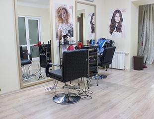 Преображайтесь! Стрижки, укладки, окрашивание волос, HAIR SPA, биозавивка и омбре + голливудские локоны в подарок в студии Beauty Cafe! Скидка до 78%