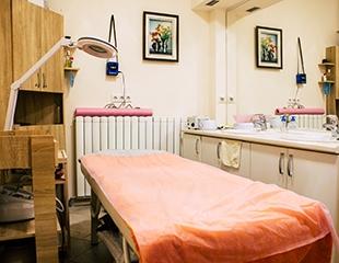 Классический, моделирующий и микротоковый массаж лица, брашинг, а также миостимуляция со скидкой до 93% в студии красоты Lalinda!