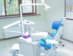Лечение кариеса 1 или 2 зубов, а также чистка и полировка зубов от стоматологии LDC Luxury Dental со скидкой 53%!