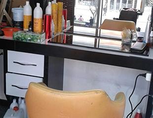 Идеальные волосы! Стрижки, окрашивание и другие hair-услуги в салоне красоты Diva со скидкой до 77%!