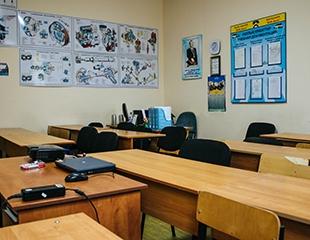 Учитесь вождению у профессионалов! Автошкола БНК Авто: полный курс теории + практика со скидкой 60%!
