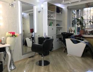SPA-процедуры для волос, массаж головы, стрижка, укладка и окрашивание всех видов со скидкой до 74% от Индиры Салыкбай в студии красоты Zhazira!
