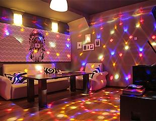Дайте волю голосу! Скидка до 88% на посещение 14 тематических кабинок от караоке-бара G!