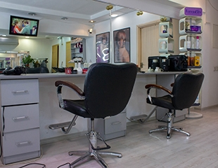 Стрижки, окрашивание, а также лечение волос со скидкой до 70% в салоне красоты WILLA!