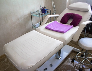 Общий, лечебный, антицеллюлитный, классический и медовый массаж со скидкой до 60% в салоне красоты Lure Angeles!