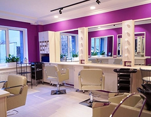 Женские стрижки и укладки, уходовые процедуры и многое другое со скидкой до 60% в салоне красоты Bai and Ken!