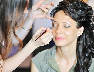 Макияж, укладки и создание вечернего образа в салоне красоты Chika Beautyroom со скидкой до 67%!