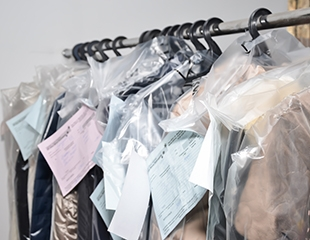 Химчистка верхней одежды, постельного белья, ковров от сети химчисток Winter Fantasy со скидкой 50%!