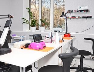Маникюр и педикюр с гелевым и классическим покрытием и дизайном со скидкой до 69% в салоне красоты Beauty point studio!