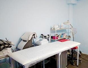 Лечение угревой сыпи, ультразвуковая, механическая и сахарная чистка лица + алмазная микродермабразия и микротоковая терапия со скидкой до 79% в косметологическом центре Ариадна!