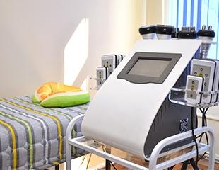 Кавитация, вакуумный массаж, RF-лифтинг, а также лазерный липолиз со скидкой до 74% в студии Rozaleo