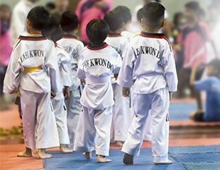 Групповые тренировки таэквондо WTF для детей со скидкой до 60%!