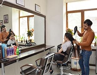 Стрижки, окрашивание, прически и другие процедуры для волос со скидкой до 57% в салоне красоты Merel!