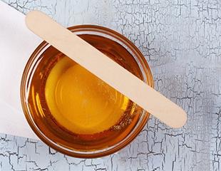 Ваша гладкость! Сахарная депиляция различных частей тела в центре эстетики тела Grace со скидкой до 68%!