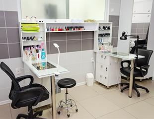 Маникюр и педикюр с гелевым покрытием и инкрустацией стразами в студии красоты Yellow Beauty Cafe со скидкой до 65%!