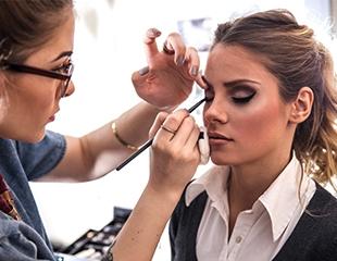 Различные виды макияжа, создание вечернего образа, коррекция бровей, татуаж век, губ и бровей в салоне красоты Beauty Lab со скидкой до 69%!
