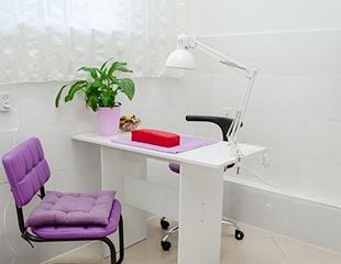 Скидки на маникюр и педикюр с гелевым покрытием и без со скидкой до 76% в Fleur Violette!