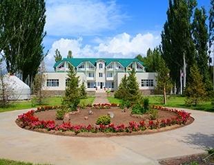 Долгожданный отдых! Проживание в номерах различных категорий в отеле «Алтын кум» на Иссык-Куле со скидкой 23% от туроператора Трио!