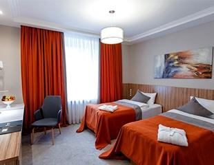 Окружите себя заботой и комфортом! Проживание в одноместных и двухместных номерах классов Luxe и Deluxe со скидкой до 43% в Mildom Premium Hotel!