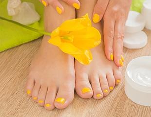 Маникюр и педикюр с гелевым покрытием и инкрустацией стразами в студии красоты Yellow Beauty со скидкой до 65%!