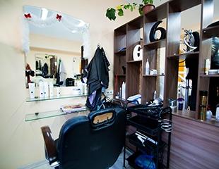 Придайте блеск своим волосам! Стрижка горячими ножницами, лечение огнеми ламинирование со скидкой до 78% в салоне VIP Victoriya!