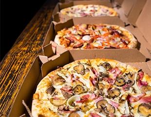 Время подкрепиться ароматной пиццей! Еда от службы доставки «Енот» со скидкой 50%!