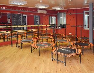 Давно мечтаешь сесть на шпагат? Фитнес на батутах + растяжка для всех со скидкой 50% в студии KRIS GRAY!