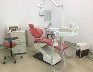 Лечение зубов, пародонтоза, кариеса, чистка зубов и многое другое в стоматологической клинике Dental-Berik со скидкой до 55%!