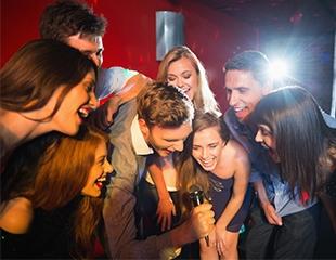 С друзьями и душа поет! До 4 часов веселья в кабинках караоке «Достар» со скидкой до 75%!