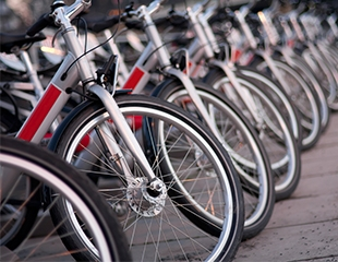 Прокат велосипедов и электросамокатов, а также аренда походных рюкзаков, спальных мешков и палаток в магазине Skadi со скидкой до 55%!