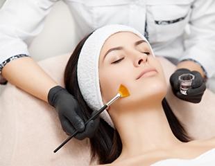 Чистка, пилинг, массаж и другие процедуры для лица в салоне красоты «Фрея» со скидкой до 69%!