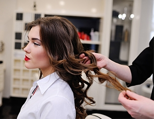 Женские и мужские стрижки, все виды окрашивания от мастера Гули в салоне красоты Diva Boni Beauty со скидкой до 79%!