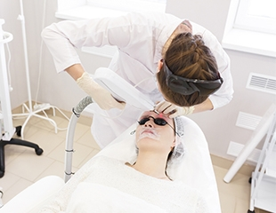 Эффективное избавление от нежелательных волос! Фотоэпиляция со скидкой до 78% в центре Fenix med!