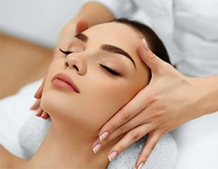 Классический, моделирующий и микротоковый массаж лица, брашинг, а также миостимуляция со скидкой до 93% в студии красоты «МариАнна бьюти»!