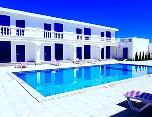 Греция в двух часах езды! Проживание в двухместных и четырехместных номерах со скидкой до 55% в отеле Del Mare на берегу Капчагая!
