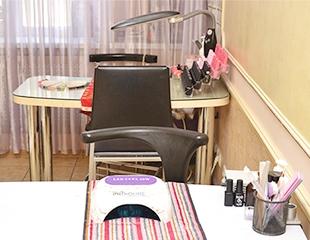 Маникюр и педикюр с лаковым и гелевым покрытием в салоне красоты Z-Vivat со скидкой до 72%!