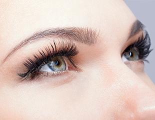 Секрет пронзительного взгляда! Наращивание, ламинация и биозавивка ресниц в студии красоты Huda and beauty со скидкой до 77%!